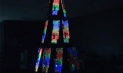 サンタクロースもビックリ? 1680万色に光るゲーミングクリスマスツリーが登場